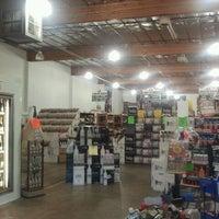 Foto tirada no(a) Liquor Barn por Melissa R. em 6/16/2012