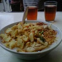 Photo taken at Bubur Ayam Parantina (bubur fay) by Antonius Y. on 12/29/2011