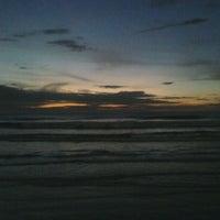 Foto tirada no(a) Praia do Arpoador por Ramalho J. em 1/21/2012