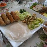 Photo taken at VT แหนมเนือง by Vicky S. on 7/20/2012