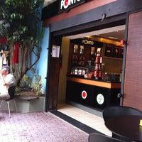 Foto tirada no(a) Cafe do Ponto por Caroline P. em 11/26/2011