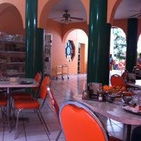 Foto tomada en Restaurant Zanahoria Vegetariano por Armando J. el 10/7/2011