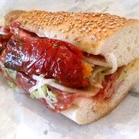 Foto tirada no(a) P & S Italian Specialties por Serious Eats em 9/19/2011