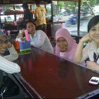 Photo taken at Pondok Bakmi Surabaya by Livonia N. on 5/29/2012