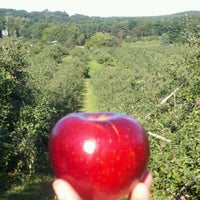 Photo taken at Honey Pot Hill Orchards by Mr D. on 10/6/2011