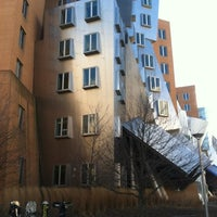 1/30/2012에 William S.님이 MIT Stata Center (Building 32)에서 찍은 사진