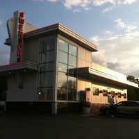 Photo taken at Swensons (West Akron) Drive-In Restaurants by Logan S. on 5/19/2011
