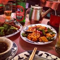 Photo taken at Hunan Home's Restaurant by leeleechicago on 9/4/2012