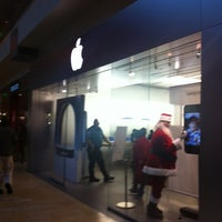 Photo taken at Apple Houston Galleria by Michael E. on 12/29/2010