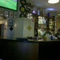 Foto tirada no(a) Legítimo Bar por Jeanne M. em 4/17/2012