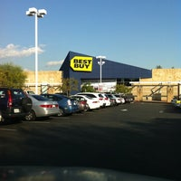 Photo taken at Best Buy by Tigger W. on 11/7/2011
