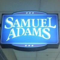 Foto diambil di Samuel Adams Atlanta Brew House oleh John A. pada 10/10/2011