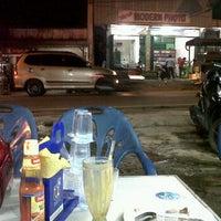 Das Foto wurde bei Bofet Delima Baru von mulyadi s. am 7/14/2012 aufgenommen