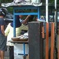 Photo taken at Bubur Ayam Ade Jl Taifur Yusuf by Diana S. on 2/18/2012