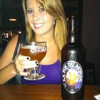 Photo prise au Taps Wine & Beer Eatery par Jason A. le8/23/2011