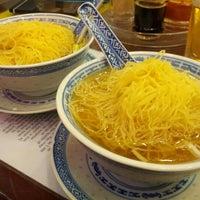Photo taken at Mak's Noodle by Roseline on 8/20/2012