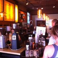 Foto tirada no(a) Caffe Fiore por Joni K. em 8/23/2011