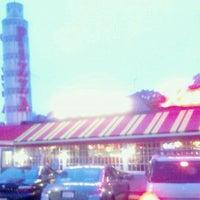 Foto diambil di Prince Pizzeria oleh Glenn R. pada 9/22/2011