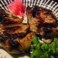 Foto scattata a Maneki da Morgan H. il 10/17/2011