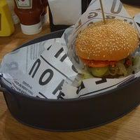 9/2/2011 tarihinde Ferah A.ziyaretçi tarafından Burger House'de çekilen fotoğraf