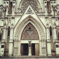 Foto tomada en La Basílica Del Voto Nacional por Luis Alberto R. el 9/8/2012
