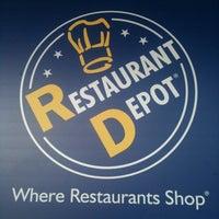12/7/2011 tarihinde Marina C.ziyaretçi tarafından Restaurant Depot'de çekilen fotoğraf