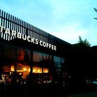 Photo taken at Starbucks by Hideya K. on 8/21/2011