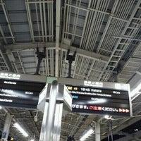 Photo taken at JR新大阪駅 21-22番線ホーム by Mitsue on 12/23/2011