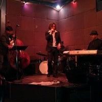 Foto tirada no(a) Cafe Venus / Mars Bar por Sarah W. em 9/3/2011