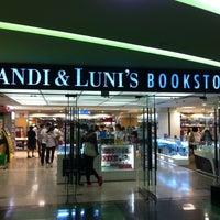 Photo taken at Bandi & Luni's by Jin Woo K. on 9/13/2011