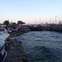 Das Foto wurde bei Kabataş Sahili von Batın Z. am 6/23/2012 aufgenommen