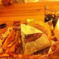 6/20/2012 tarihinde Ezgiziyaretçi tarafından Route Burger House'de çekilen fotoğraf