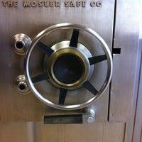 Photo taken at Popeyes Louisiana Kitchen by Glenn F. on 5/10/2011