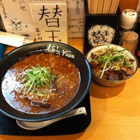 Photo taken at 麺's room 神虎 なんば店 by 長月 E. on 2/12/2012