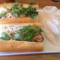 Foto scattata a Xoia Vietnamese Eats da Patricia C. il 6/25/2012
