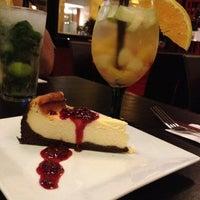Foto tirada no(a) Urriola Café Resto Bar por Jeannette S. em 4/27/2012