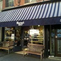 10/15/2011 tarihinde Fred W.ziyaretçi tarafından Murray's Bagels'de çekilen fotoğraf