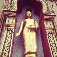 Photo taken at วัดไชยธาราราม (วัดฉลอง) Wat Chalong by Thanawit T. on 8/17/2012
