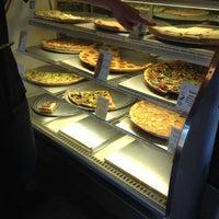 7/10/2012にDougie F.がSicilian Thing Pizzaで撮った写真