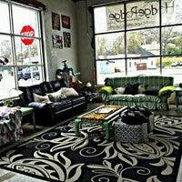 Foto tomada en Hodgepodge Coffeehouse and Gallery por Will E. el 3/12/2012