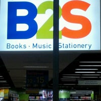 Photo taken at B2S by ✨Spoiiz P. on 3/7/2012