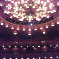 6/16/2012 tarihinde Em K.ziyaretçi tarafından Kennedy Center Opera House'de çekilen fotoğraf