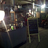 Photo taken at กา เอ่ย กาแฟ by Tong P. on 12/19/2011
