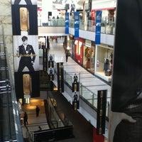 Foto tomada en Alto Palermo Shopping por Fatih Ö. el 6/25/2012