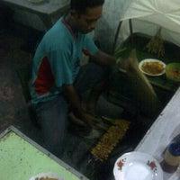 Photo taken at Sate Ayam Blora Pak Sungep by Agung B. on 8/12/2011