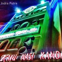 Foto tomada en Original Kayu Nasi Kandar Restaurant por Raja Indra P. el 4/1/2012