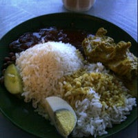 Photo taken at Zam Nasi Lemak by Alynd A. on 7/19/2012