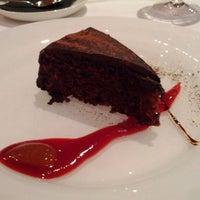 Foto tomada en Art Restaurant por Tony V. el 2/11/2012