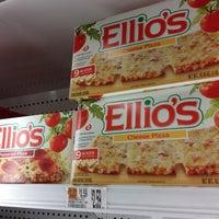 Foto scattata a Hannaford Supermarket da Crystal P. il 8/24/2012