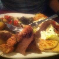 5/26/2012 tarihinde Jennifer P.ziyaretçi tarafından Samos Restaurant'de çekilen fotoğraf